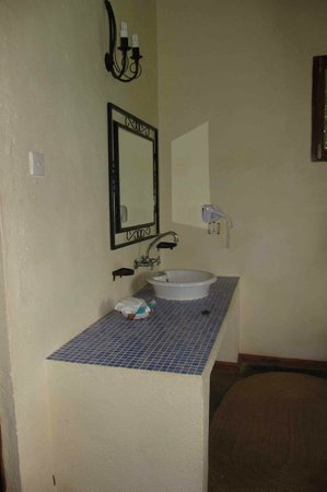 Ngorongoro Farm House, Tanganyika Wilderness Camps: Vanity