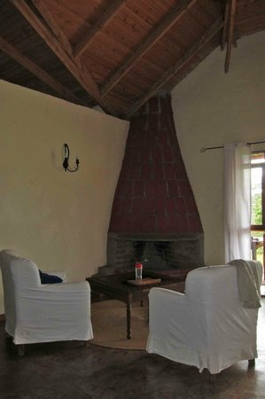 Ngorongoro Farm House, Tanganyika Wilderness Camps: Seating Area 