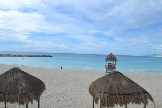 Krystal Grand Punta Cancun: very calm ocean