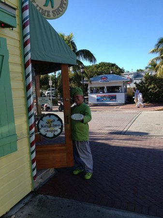 ‪‪Key West Harbor Inn‬: Key Lime pie guy