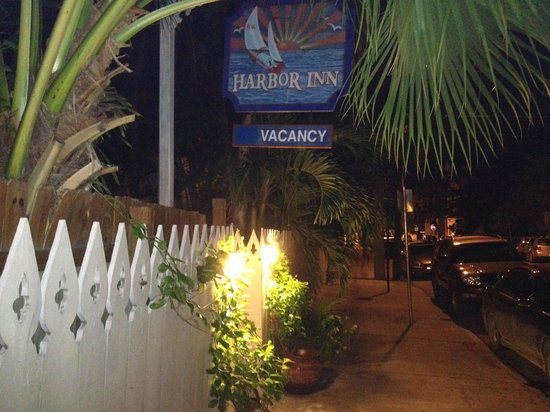 Key West Harbor Inn: Entry