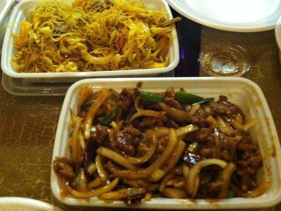 Rice Box: Singapore Mi Fun & Mongolian Beef