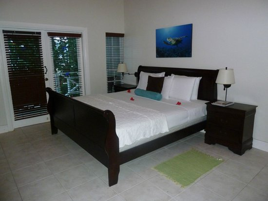 Blue Waters Inn: Comfy bed!