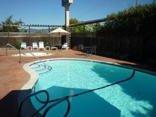 Chablis Inn : Pool