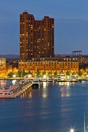 Royal Sonesta Harbor Court Baltimore: Evening Exterior at Inner Harbor