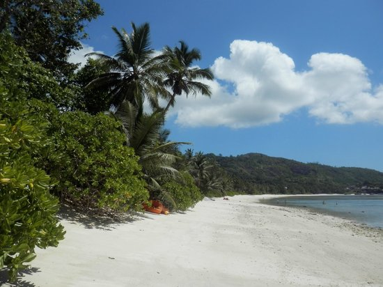 Kempinski Seychelles Resort: Beach Coastline
