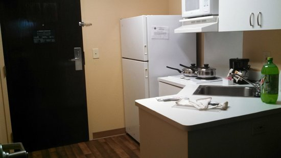 Extended Stay America - Jacksonville - Riverwalk: Kitchen