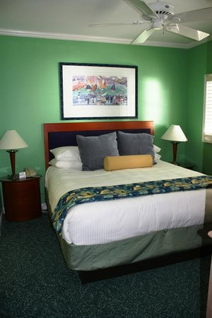 Grand Cayman Beach Suites: Bedroom - super comfy beds!