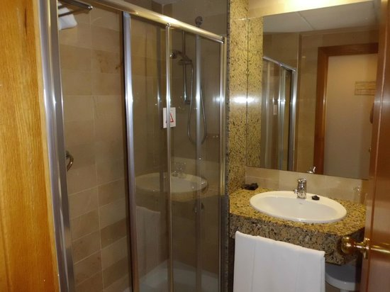 Hotel Poseidon Playa: baño