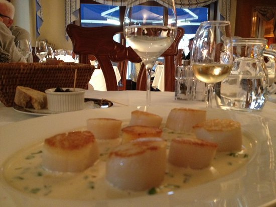 L'auberge du Lyonnais: My dinner at Auberge du Lyonnais - perfectly seared scallops