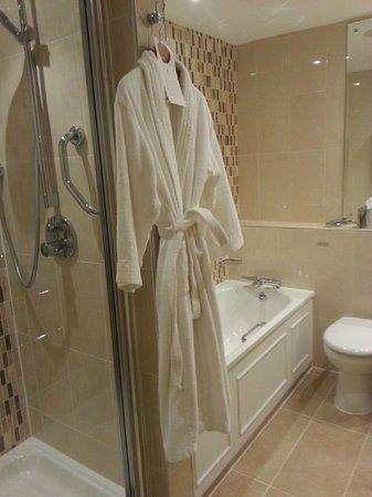 Macdonald Burlington Hotel: The en-suite