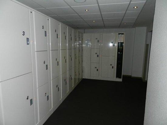 Ibis Brussels Centre Gare Midi: камера хранения в подвале