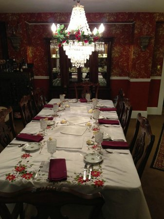 Our Christmas Dinner at Inn Victoria!