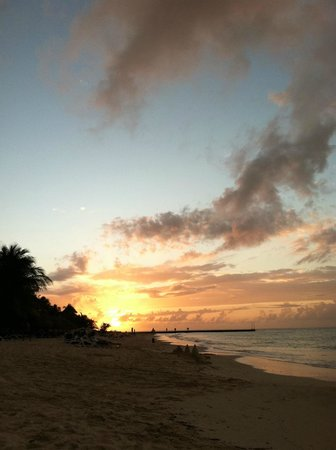 Melia Cozumel Golf - All Inclusive: Sunset from our chairs on the beach