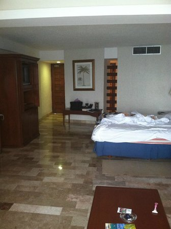 Melia Cozumel Golf - All Inclusive: Sorry for the unmaid bed- room in the tower was great
