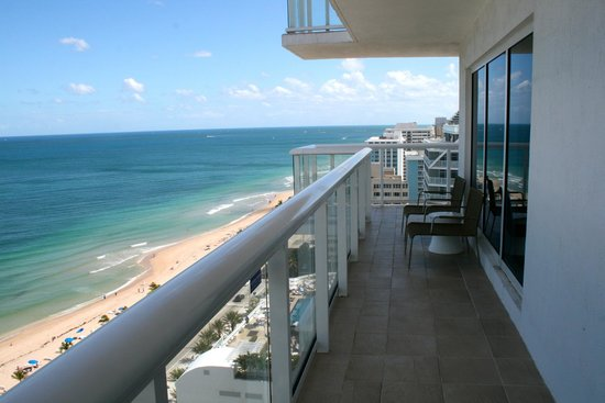 Hilton Fort Lauderdale Beach Resort: View of balcony on beach side