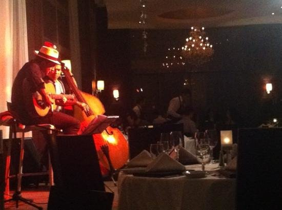 Ruth's Chris Steak House: The band