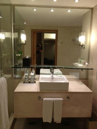 Holiday Inn Bangkok: bathroom