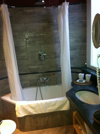 Camperio House Suites & Apartments: Bathroom