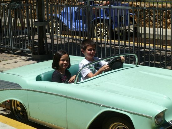 Gilroy Gardens Family Theme Park: Ride in classic cars