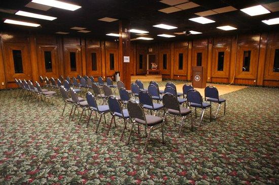 Lincoln Inn Hotel & Suites: Oak Room