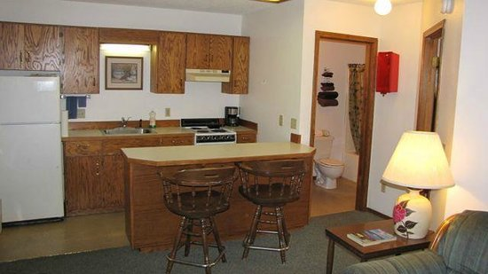 Whitefish Motel & Studios: 1 Bedroom Kitchen Bars