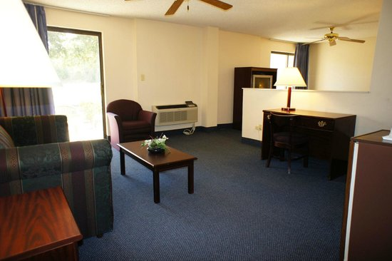 Lincoln Inn Hotel & Suites: Seating Area