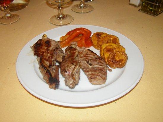Hotel La Burna: cotelette d'agneau et patate douce