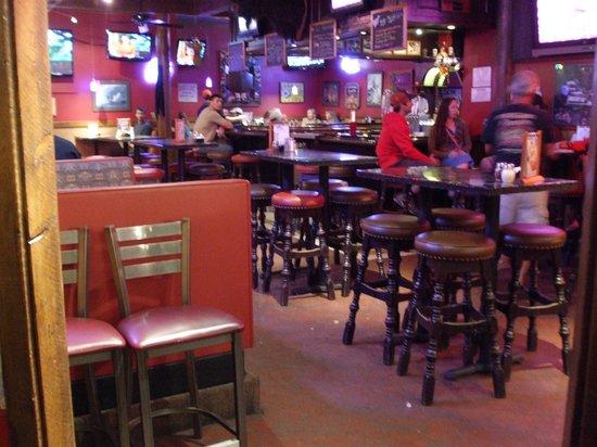 Zax Restaurant & Watering Hole : Sports bar