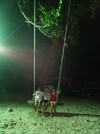 Pangkor Bay View Beach Resort: Very tall swing at Golden Sand