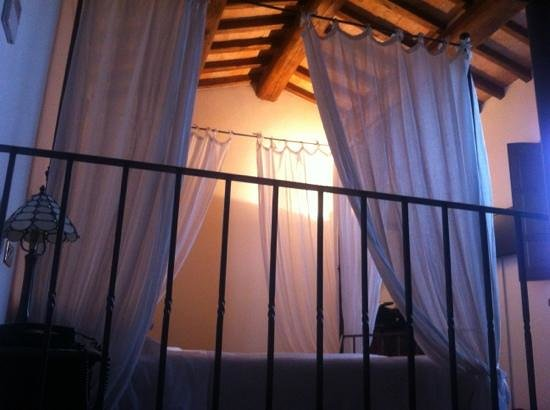 Ripa Relais: il letto nella suite