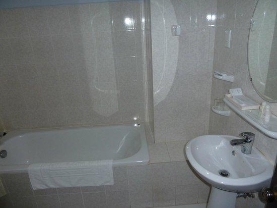 Chau Pho Hotel: Badezimmer