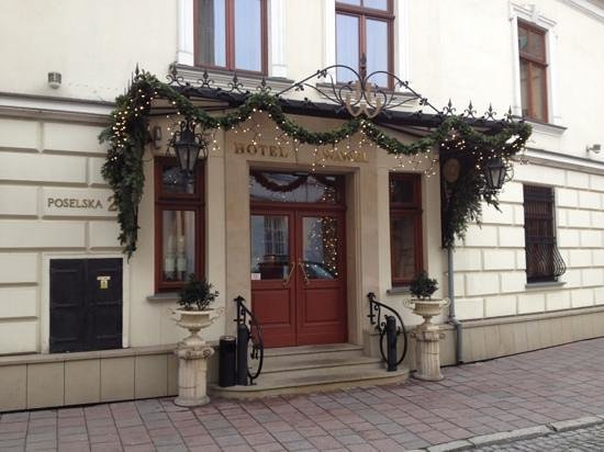 Wawel Hotel: entrance to hotel