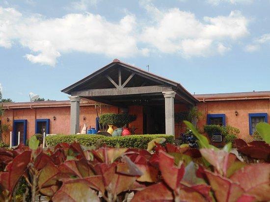 Chinandega, Nicarágua: Frente Hotel Los Volcanes
