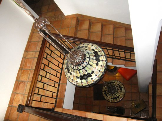 Acacia Boutique Hotel:                   Inside Stairwell