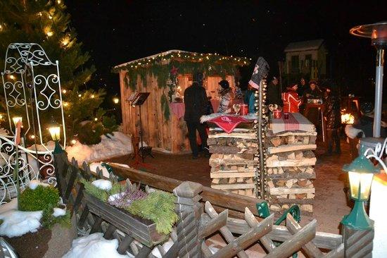 Hotel Brunnenhof: Abendstimmung auf winterlicher Terasse