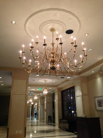 Grand Hyatt Atlanta in Buckhead: Hotel chandelier
