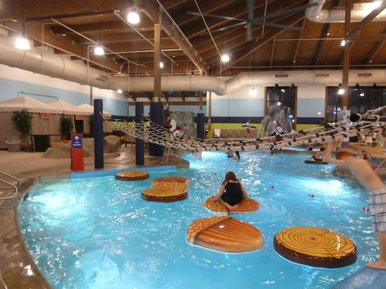 Soaring Eagle Waterpark and Hotel: Frog pad with rope ladder crossing