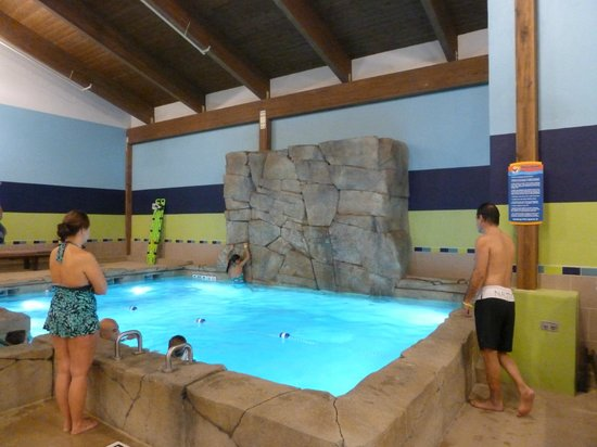 Mount Pleasant, MI: Rock climbing wall next to 7 foot pool