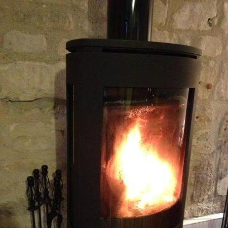 New Leaf Farm Holiday Cottages: Log burning stove, Hay Barn