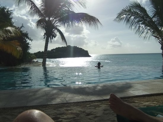 Cocobay Resort: Sunset Pool view