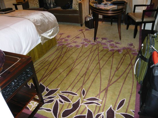 Fairmont Peace Hotel: beautiful carpet