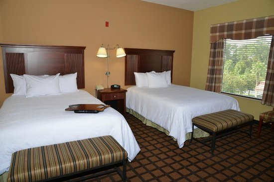 Hampton Inn and Suites Lake City: Two Queen Standard Room