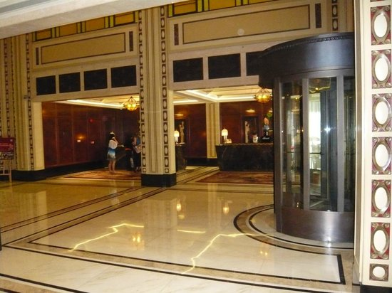 Fairmont Peace Hotel: Check-in desks