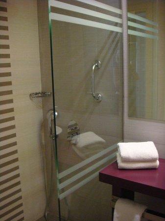 Novus City Hotel: bagno