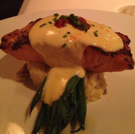 Blue Water Grill: Salmon with Bernaise sauce