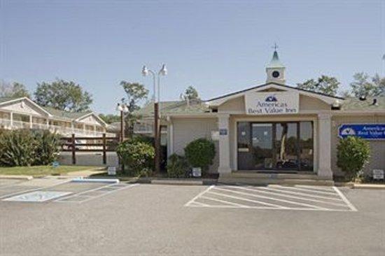 Americas Best Value Inn Tuscaloosa: Outside Office