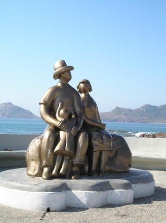 Golden Zone: Family Monument