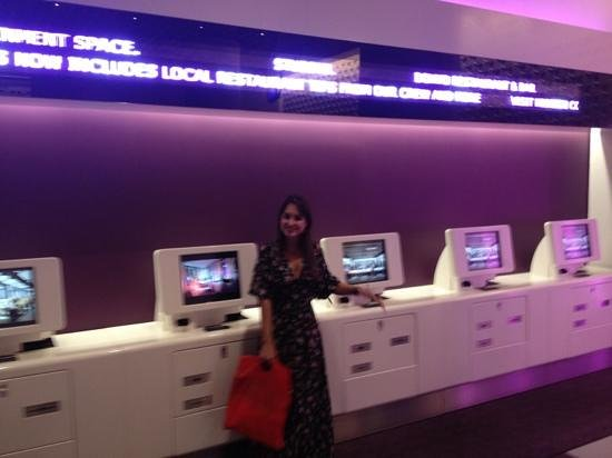 YOTEL New York at Times Square West: looby terreo