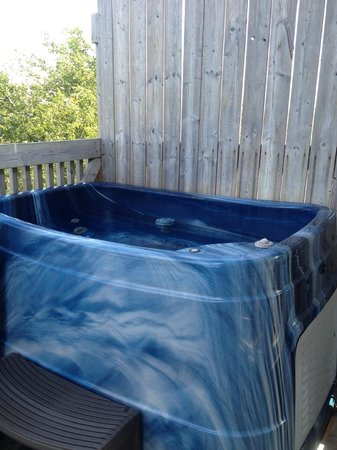 Irish Mountain Bed and Breakfast: Hot Tub on deck